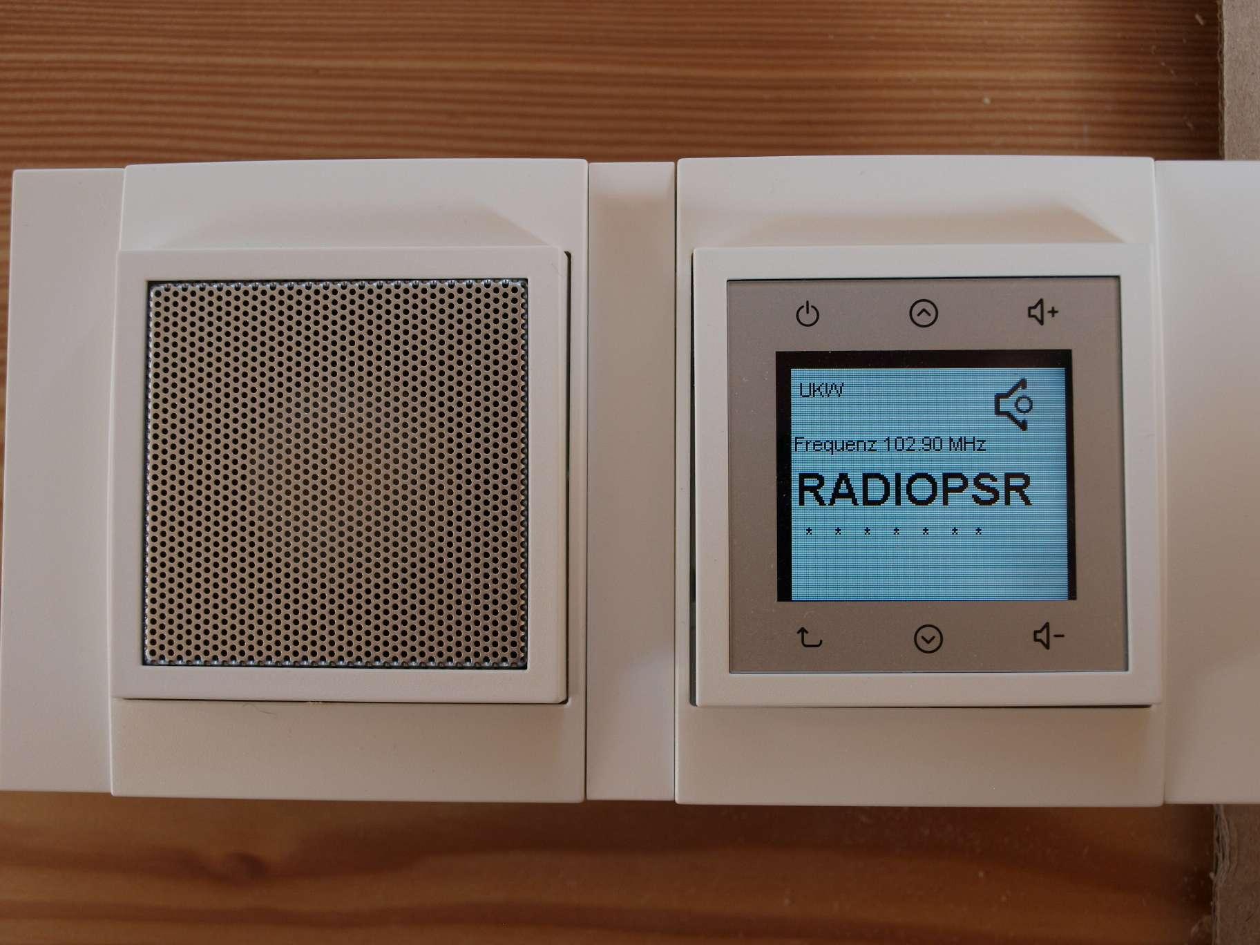 radio im badezimmer schnes zuhaus und moderne fr bad mit beleuchtung und radio inklusive led. Black Bedroom Furniture Sets. Home Design Ideas